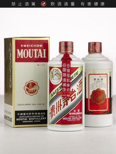 蘇富比過往拍得最高是原箱紀念香港回歸茅台酒,12瓶半公升裝,成交價806,000...