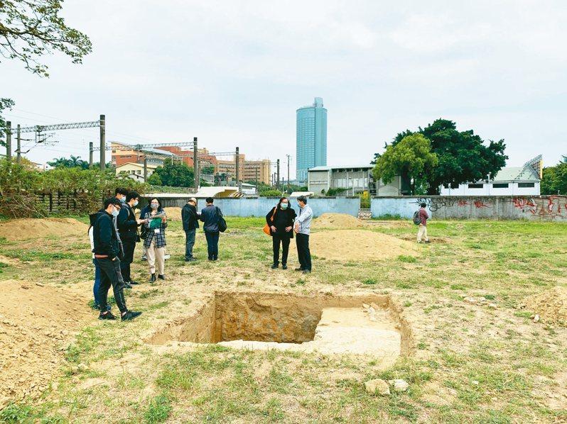 台南市都發局委託成大考古所,探查小東路社會住宅基地,是否有黃蘗寺相關遺跡。 圖/台南市文化資產管理處提供