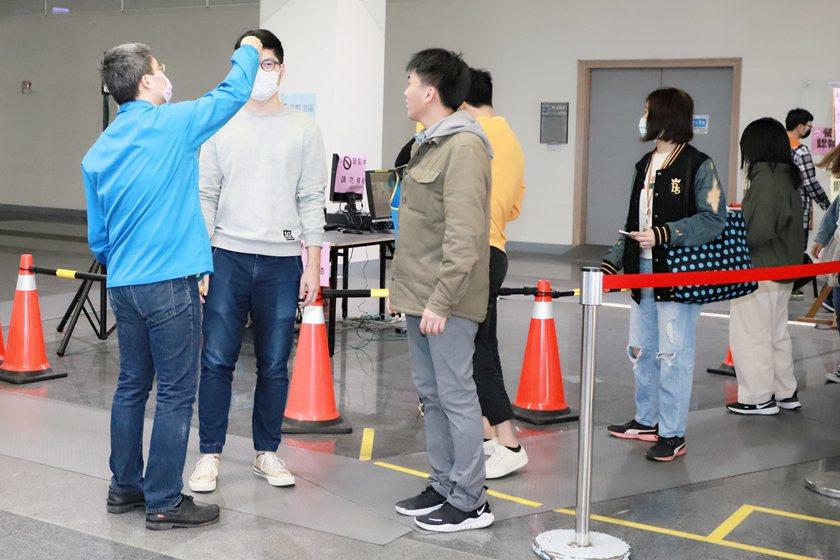 中國科大新冠肺炎防疫工作落實體溫量測管制。 校方/提供