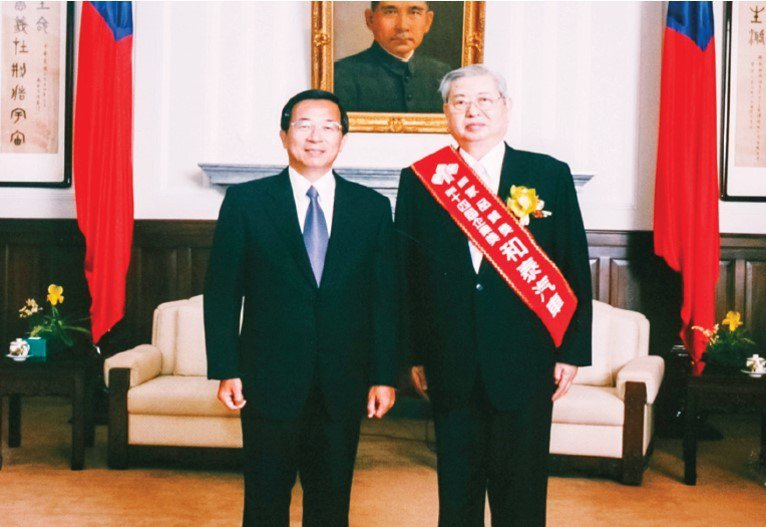 2003和泰汽車獲得行政院頒發國家品質獎,為最高經營品質的榮耀。 圖/和泰汽車提...