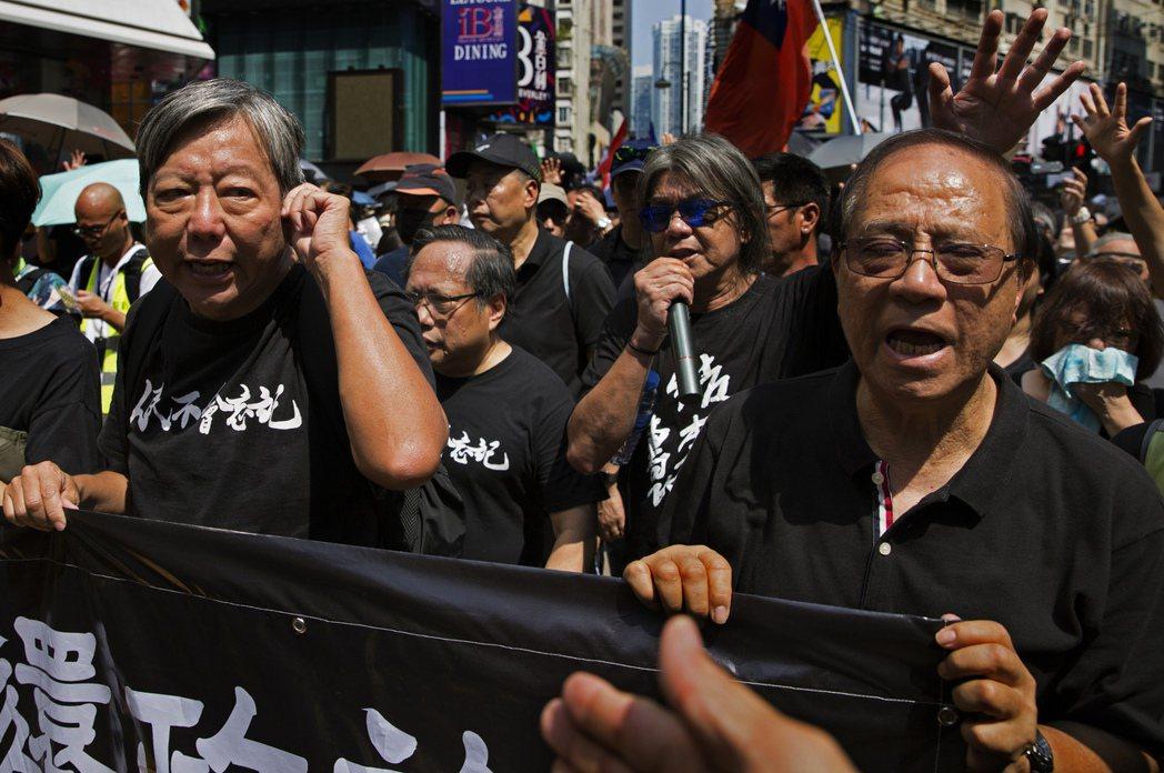 陽森、梁國雄、何俊仁、李卓人等人,在2019年10月1日參與反送中集會遊行。 圖...