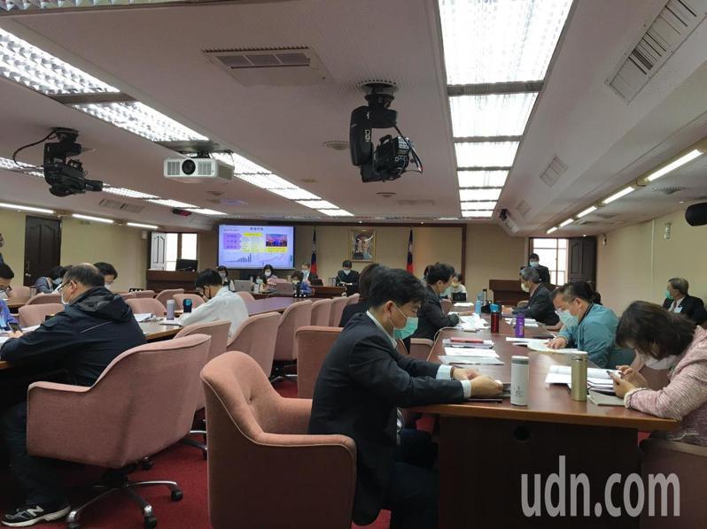 立法院衛福委員會今天邀請環保署長張子敬報告資源回收管理推動現況。記者吳姿賢/攝影