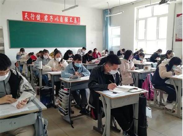大陸教育部表示,大學開學復課需要錯區域、錯時,優先安排畢業年級和有科研任務的研究生復課。照片/搜狐網