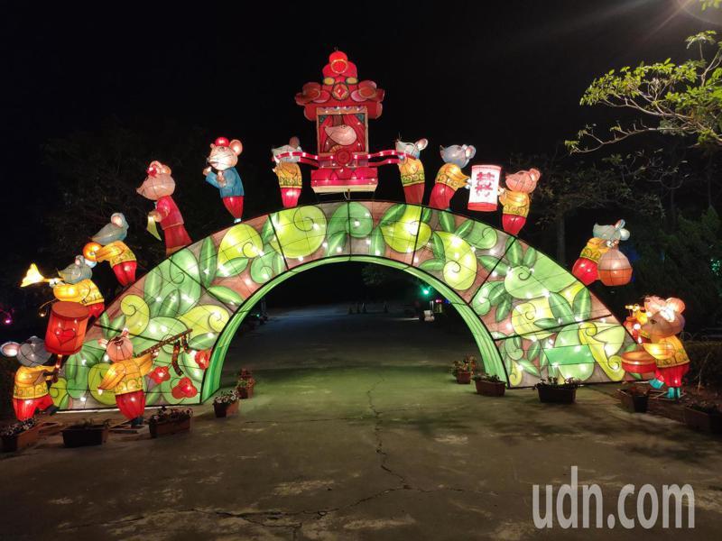 2020台灣燈會落幕後,有近30座以鼠年為主題創作花燈,落腳台南北門蚵寮保安宮保安公園內,入夜燈火璀璨吸睛。記者謝進盛/攝影