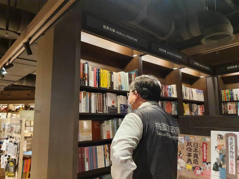 鄭文燦表示,397個案男性16日下午4點半曾到統領誠品,在世界文學區待了約45分鐘即離開,並無到統領其他店家,足跡單純。記者陳夢茹/攝影