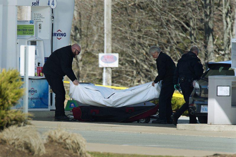 加拿大東南部的諾瓦斯科細亞省(Nova Scotia)當地時間18日深夜爆發嚴重槍擊案,一名槍手在12小時內殺害逾17人,包括一名警察及槍手在內,是加國最嚴重的大規模屠殺事件。法新社