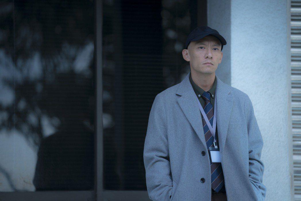 張震在「緝魂」飾演一名剛正不阿、辦事俐落的資深檢察官。圖/威視提供