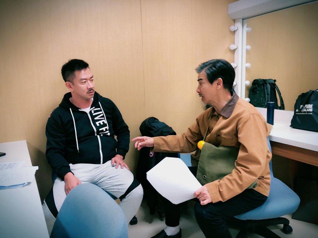 江俊翰(左)和翁家明有許多對手戲。圖/民視提供