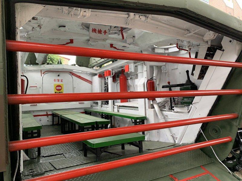 動員近百位海軍陸戰隊退伍老兵整修,集集鎮軍史公園的「兩棲登陸運輸車」,終於恢復了原有的舊觀。記者黑中亮/攝影