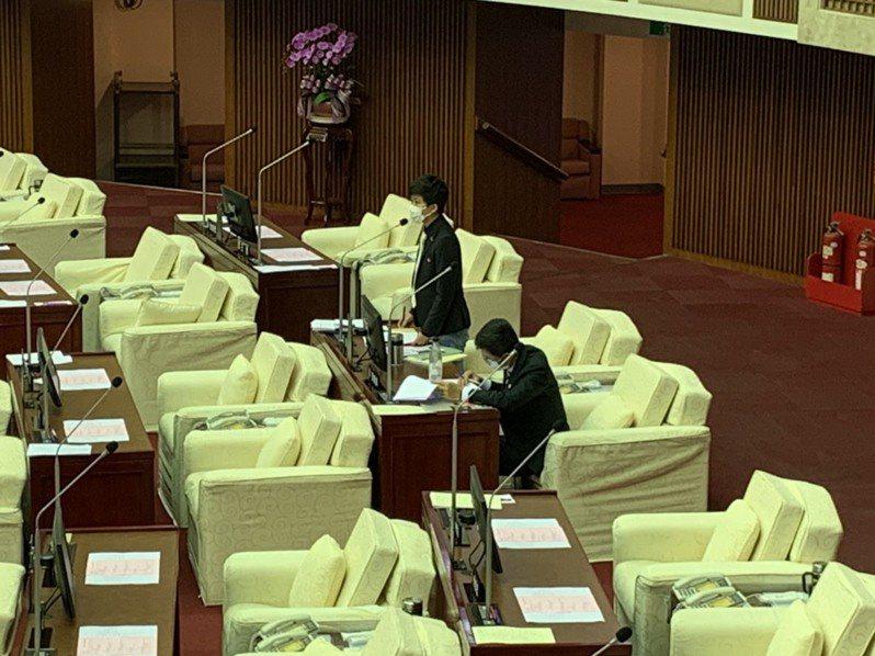 台北市議員苗博雅質疑,體育局委託行銷公司推廣「台北運動吧」遭駭客入侵,事後竟沒有行政調查。記者趙宥寧/攝影