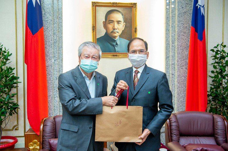 立法院長游錫堃(右)今天接見「台灣國家聯盟」總召集人吳樹民一行。圖/立法院提供