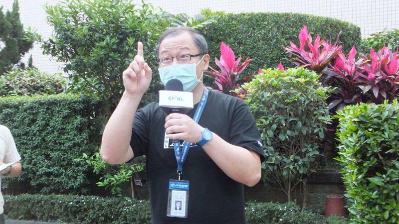 中職會長吳志揚表示,悍將隊職員五人必須進行自主健康管理。記者藍宗標/攝影