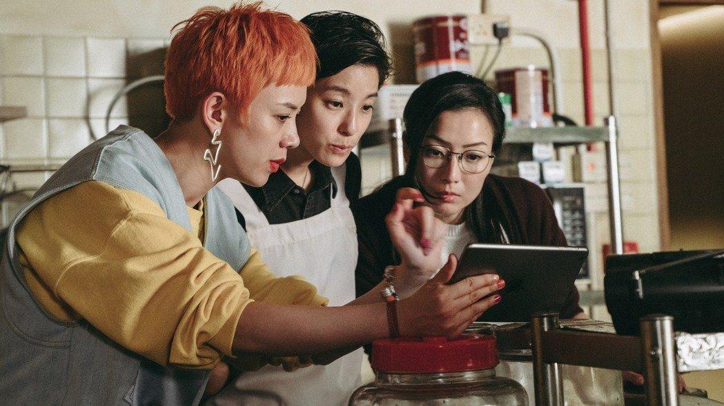 鄭秀文以「花椒之味」、「聖荷西謀殺案」2部角逐香港電影金像獎影后。圖/華映提供