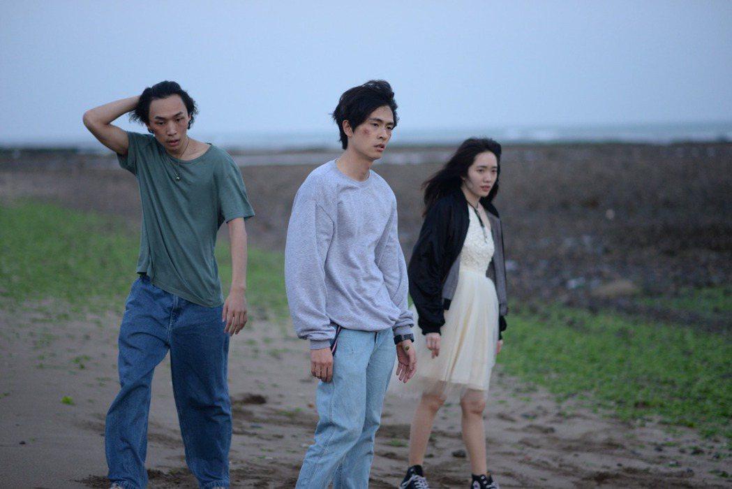 吳志維(左)第一部長片「失路人」劇照。圖/導演張志威提供