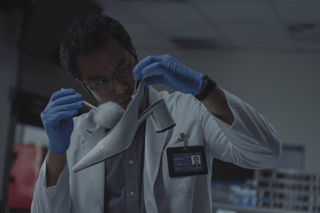 張孝全在「誰是被害者」飾演鑑識人員。圖/Netflix提供