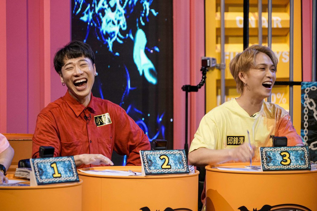 小賴(左)因參加「凹嗚狼人殺」嚐到走紅滋味。圖/八大提供