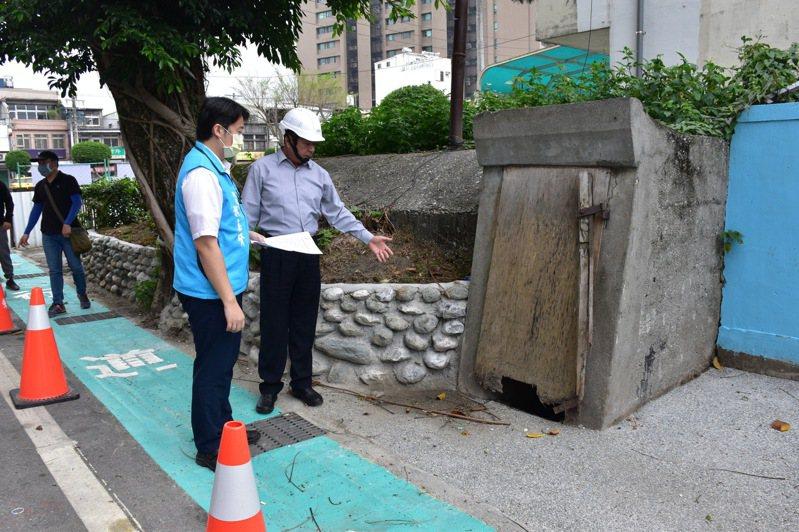 在花蓮市仁愛街上還有一座逾50年的防空洞,有可能是歷史建物,因此保留下來。記者王思慧/攝影