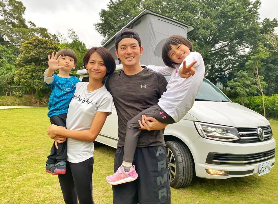 宥勝一家四口現在住露營車。圖/摘自臉書