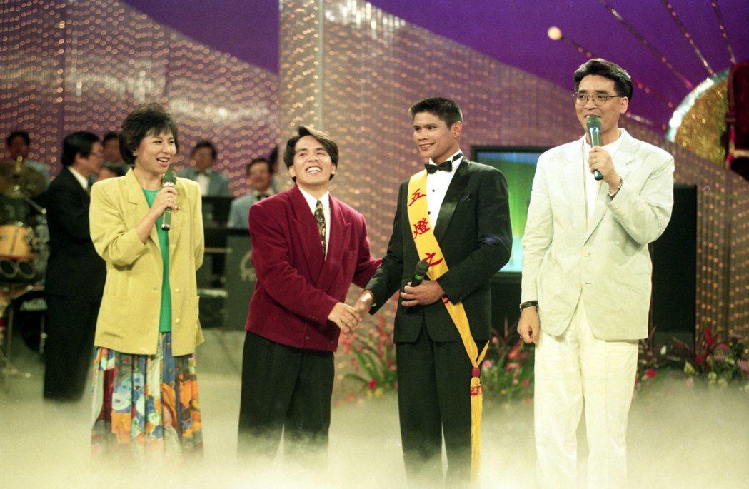 廖偉凡過往和邱碧治搭檔主持台視「五燈獎」。圖/報系資料照