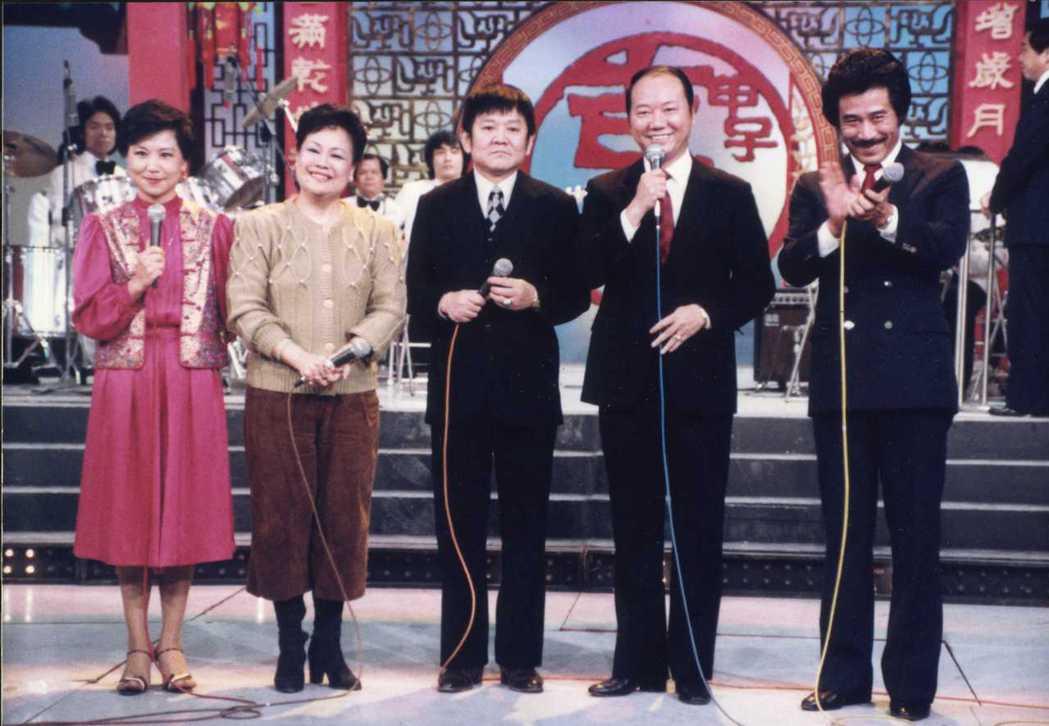 田文仲(右至左)、阮翎、孫伯堅和黃小冬夫婦、邱碧治都曾是「五燈獎」主持人。圖/報...