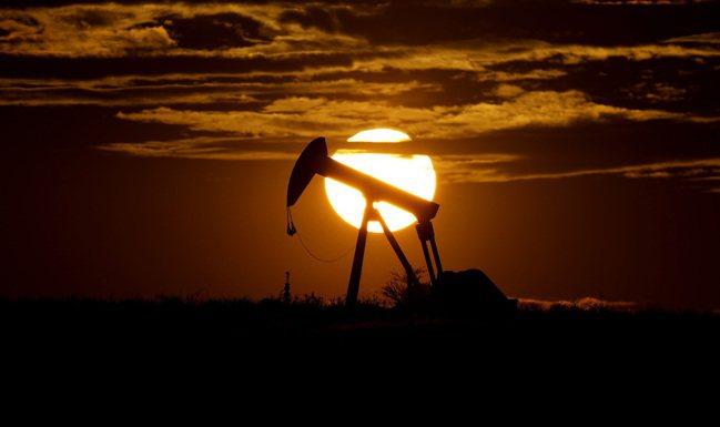 油價崩盤讓全球經濟大受衝擊。 美聯社