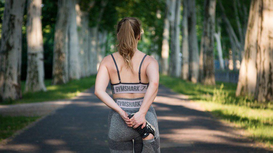 運動前後吃點東西有加分效果,運動前適量攝取以碳水化合物為主的食物,可補充運動中會...