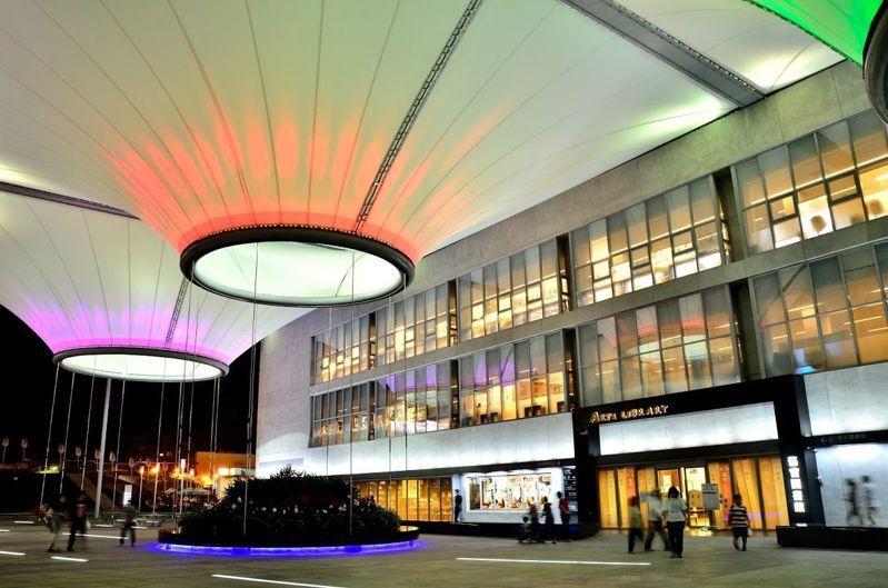 大東藝術圖書館以藝術為館藏特色。 圖/高市圖提供