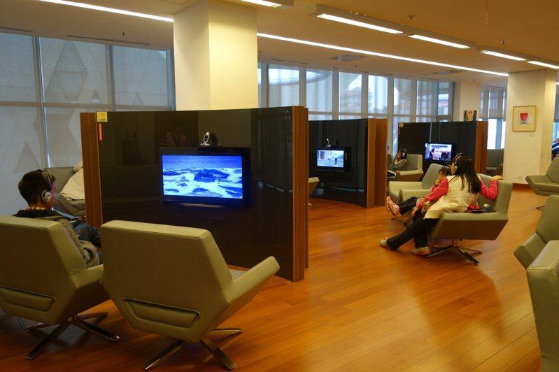 大東藝術圖書館的影音視聽區設有音樂聆聽區3席、影音聆賞區10席。 圖/網友提供