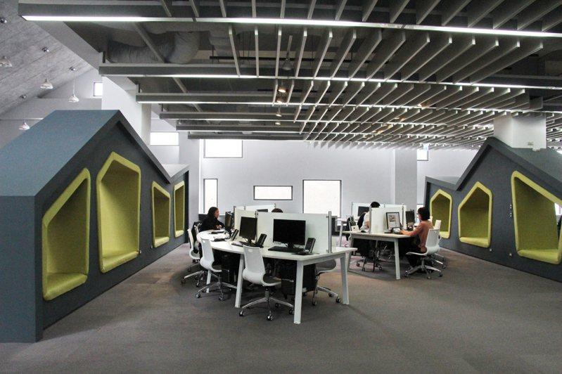 台東大學圖書館是極富盛名的綠建築,內部空間建置也十分閒適、舒服。 聯合報系資料照/記者李蕙君攝影