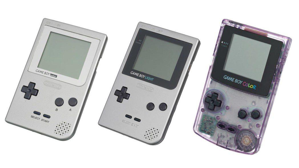 GAMEBOY 後期推出的產品,由左而右分別是:體積輕量化,價格也便宜的 GAM...