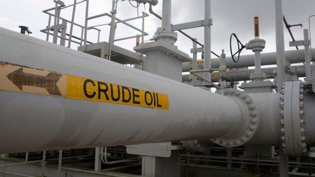 石油生產過剩,多到快要無處可放,引爆20日紐約油價狂跌到負值。圖/路透