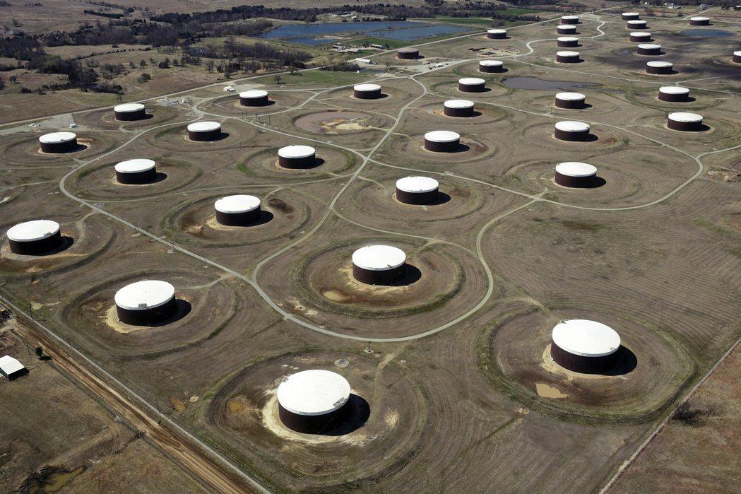 4月20日是WTI 5月期貨合約交易的最後一天,但市場卻傳出美國原油的倉儲與油管...