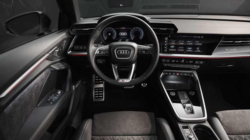 Audi最拿手的虛擬座艙搭配環艙設計科技感爆棚。 摘自Audi