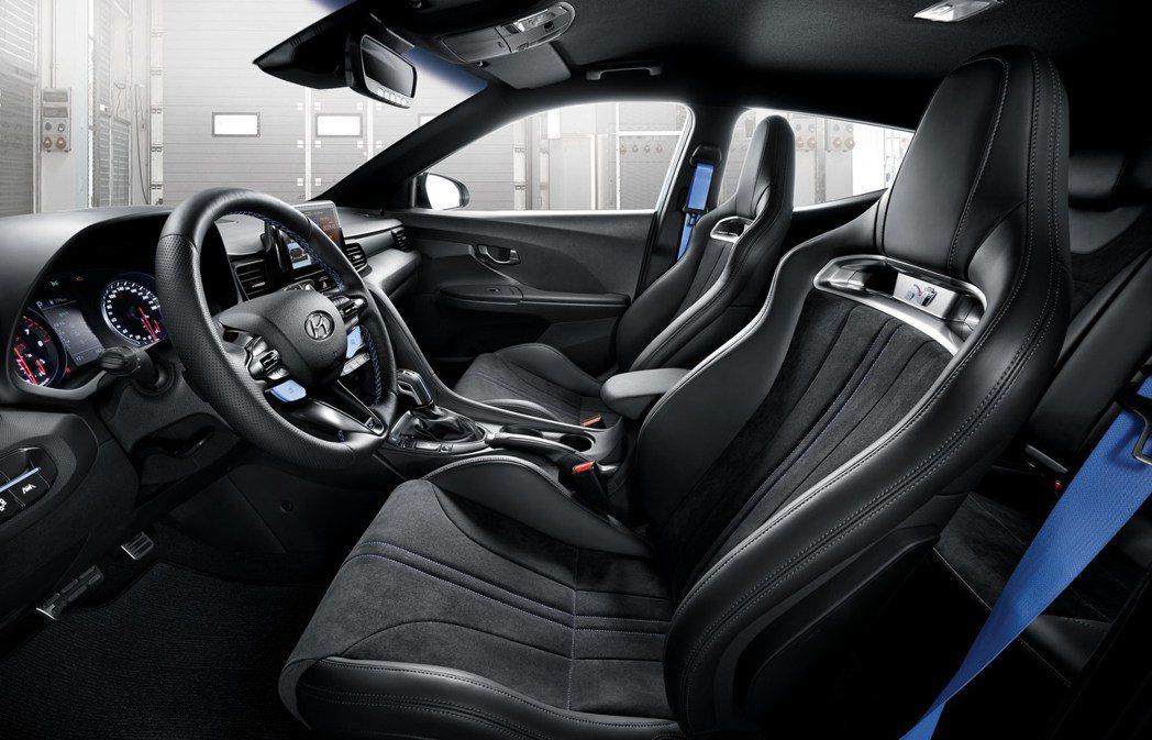 新式運動化桶型座椅讓新年式Hyundai Veloster N更添性能感。 摘自...