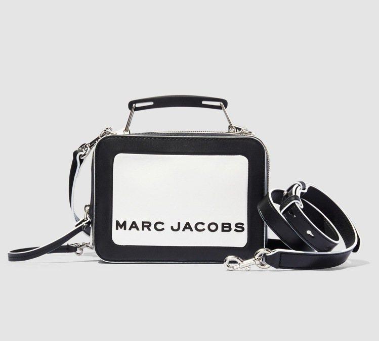 黑白The Box餐盒包(23cm),16,900元。圖/Marc Jacobs...