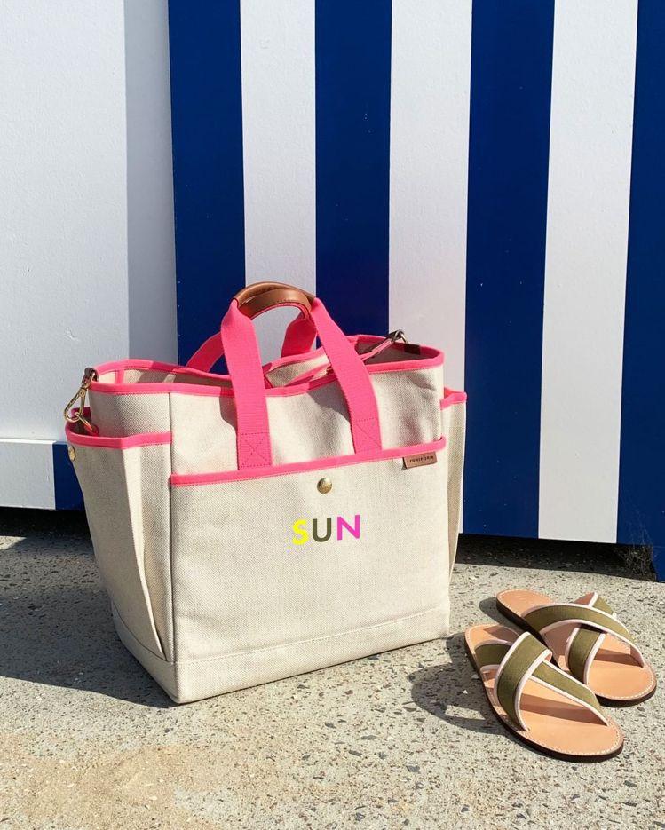 LUNIFORM N°3 米色+桃紅色工具包,38,800元。圖/團團提供