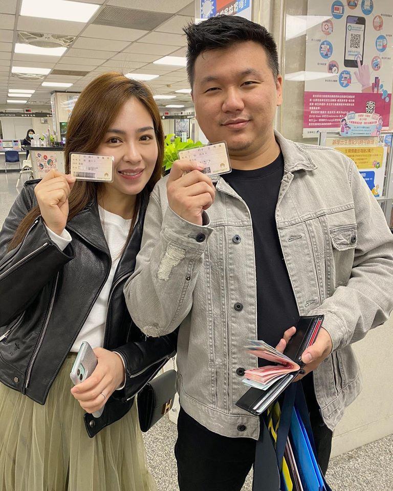 丁巧唯(左)與王鼎霖宣布結婚。圖/摘自臉書