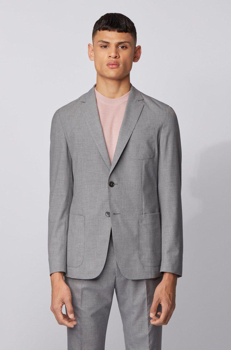 BOSS,灰色彈性混紡西裝外套,17,400元,羊毛西裝褲7,400元。圖 / ...