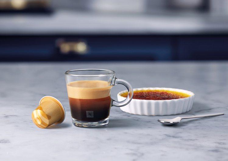 Nespresso焦糖烤布蕾風味咖啡,帶有醇厚綿密的焦糖烤布蕾香氣,與阿拉比卡咖...