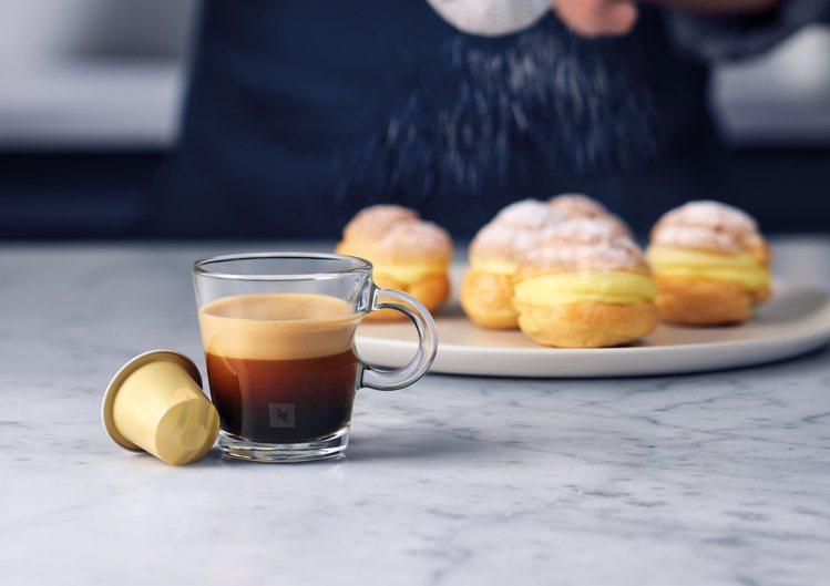 Nespresso香草閃電泡芙風味咖啡,帶有細緻絲滑的香草馥郁香氣及豐富的口感層...