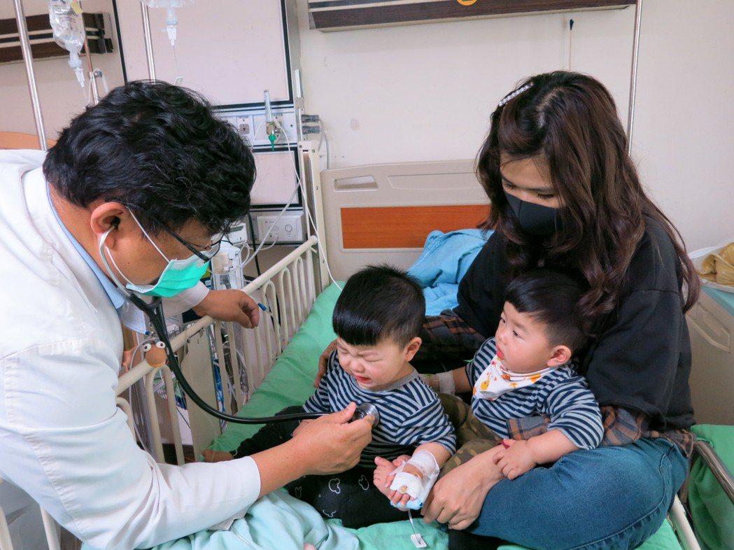 每年4月到9月為腸病毒主要流行期,豐原醫院今年3月初已經有一對雙胞胎,在托嬰中心...