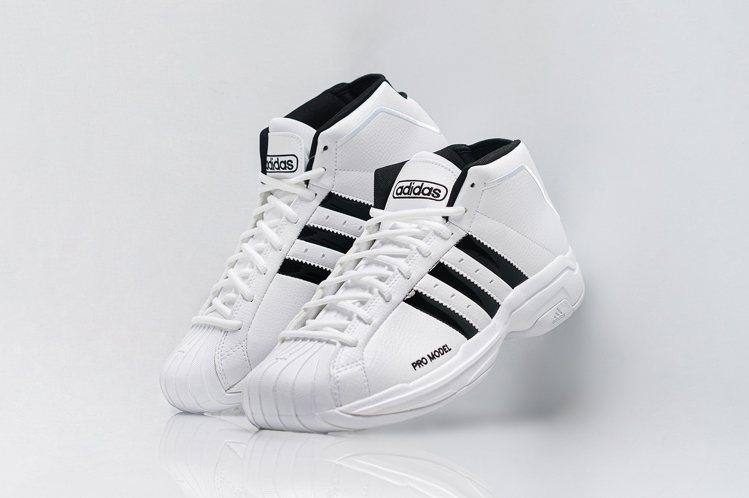 adidas Pro model 2G鞋保留經典貝殼頭紋理設計3,090元。圖/...