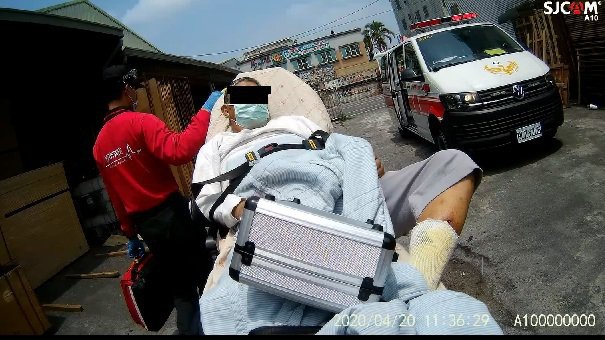 柯姓男子因有輕微發燒,被嘉義市復康巴士拒載。記者李承穎/翻攝