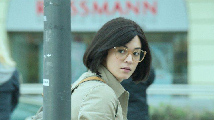 張榕容在片中飾演女警。圖/華映提供