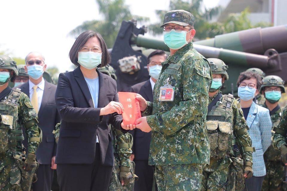 蔡總統視導陸軍43砲指部。圖/軍聞社