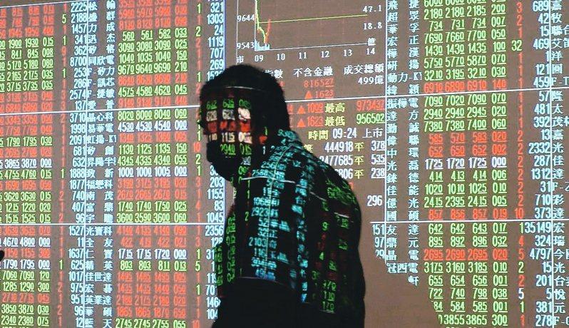 美股今天收盤下跌,台股28日上漲48.79點,收在10616.06點,投顧認為,短線台股面臨季線反壓,加上五一連假在即,市場恐越趨謹慎。 聯合報系資料照/記者曾學仁攝影