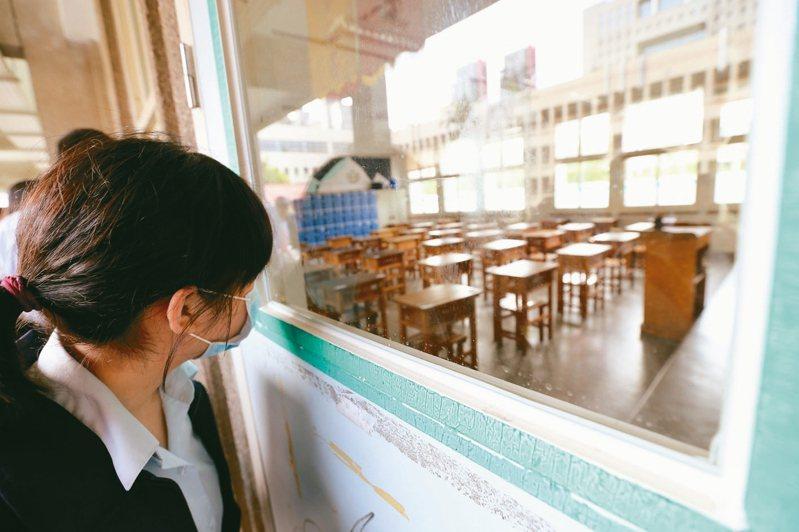 為了配合十二年國教新課綱上路,近三年的出題趨勢便是以近七成的閱讀,間或搭配學校三年所學的國文基礎語文能力題型組成。 圖/聯合報系資料照片