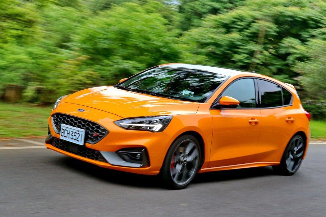德系原裝進口的Ford Focus ST,獲得市場熱烈迴響。 記者陳威任/攝影