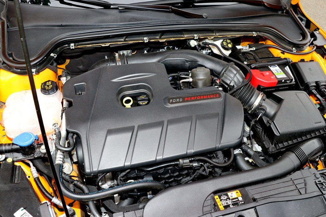 Focus ST搭載源自於第三代Focus RS的2.3升EcoBoost直列4...