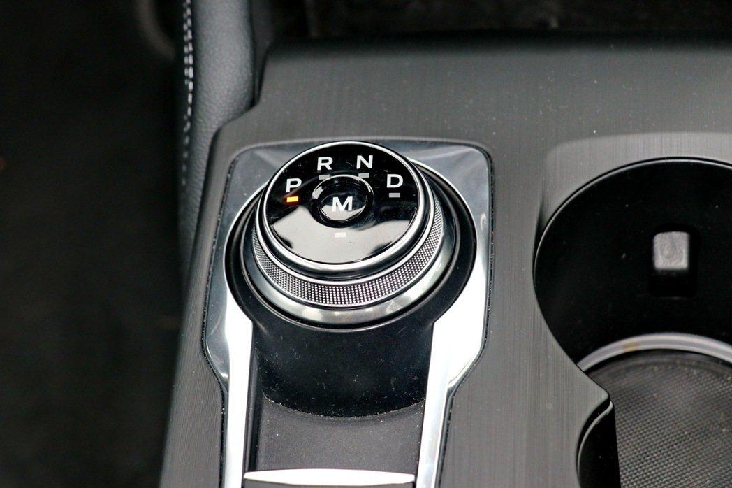 經過Ford Performance專屬調校的7速手自排變速箱。 記者陳威任/攝...